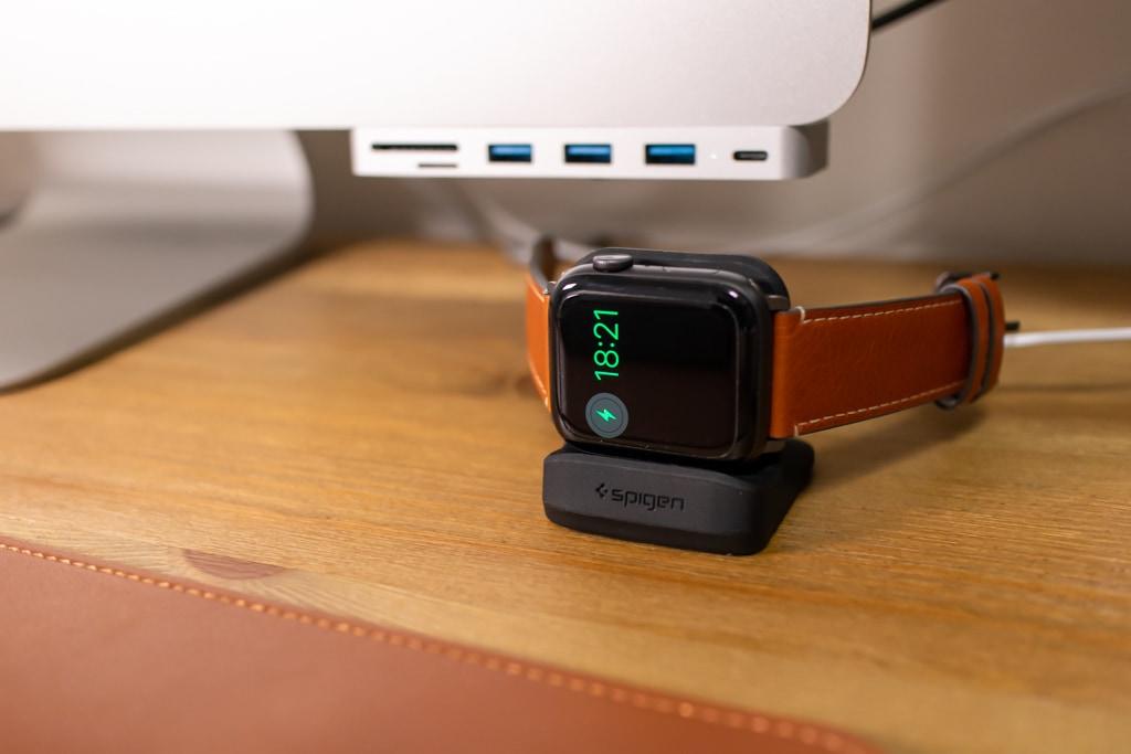 Spigen Apple Watch 充電スタンド