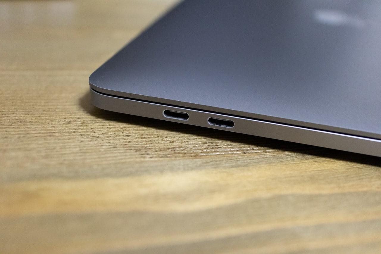 現行MacBookは全てUSB-Cポートのみ
