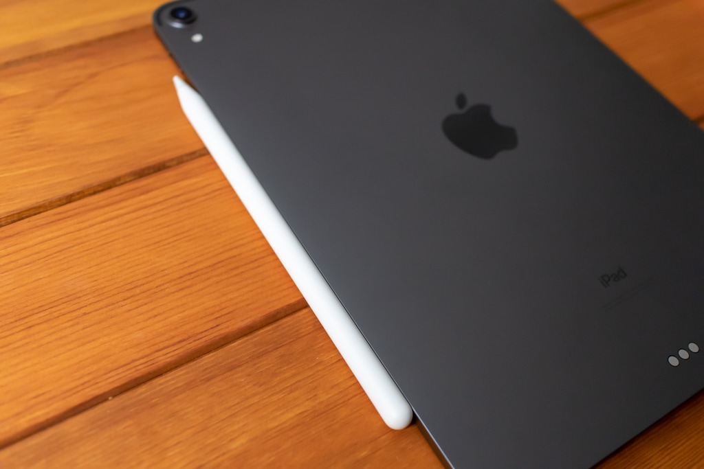Apple PencilがiPad Proにマグネットでくっつく