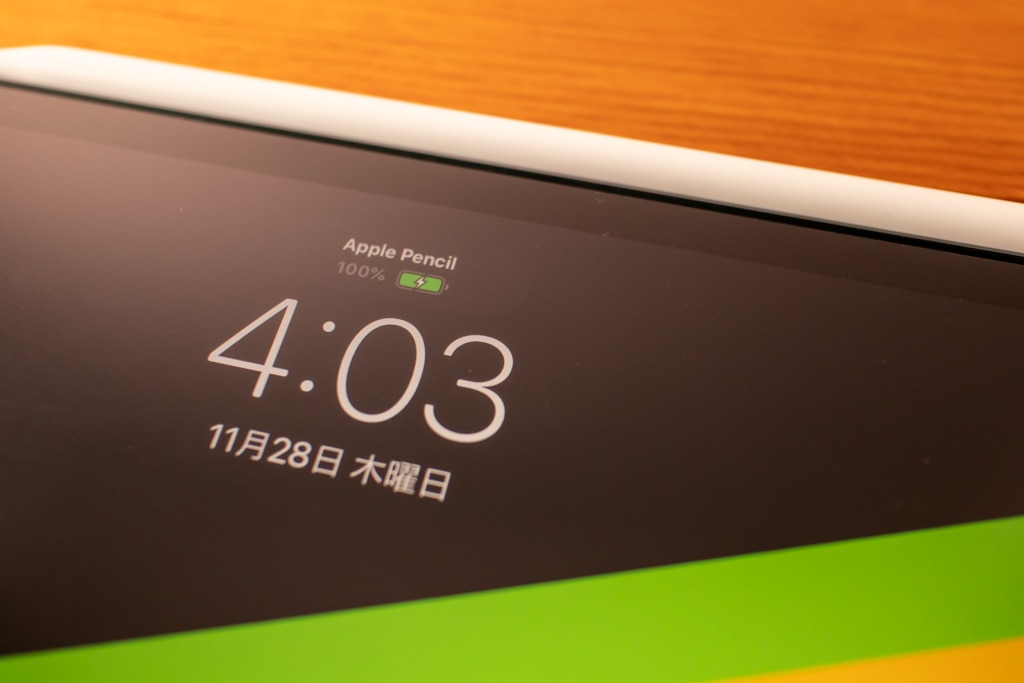 iPad Proのおすすめアクセサリ・周辺機器「Apple Pencil」は充電状態がわかる