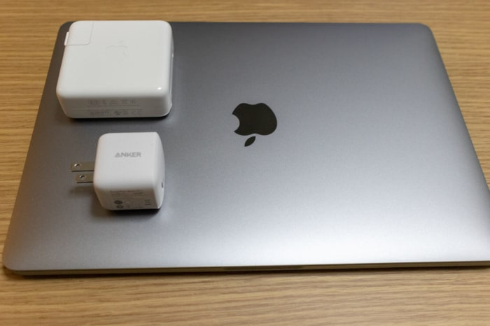 MacBook ProをAnker PowerPort Atom PD 1で充電