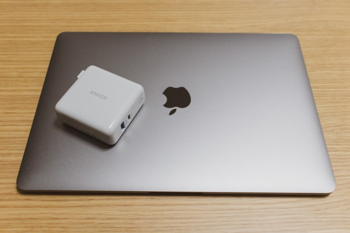 Anker PowerPort Speed+ DuoでMacBook Airを充電