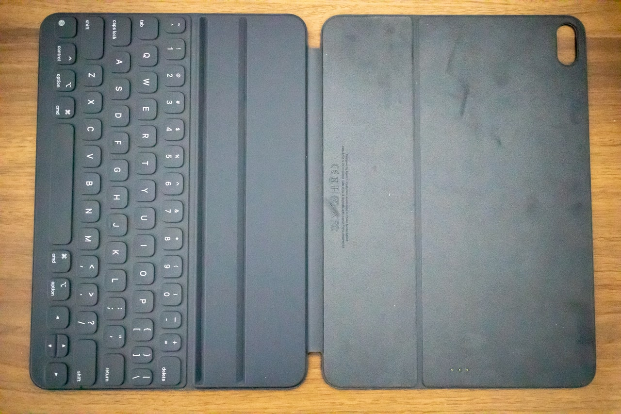 iPad Proのおすすめアクセサリ・周辺機器「Smart keyboard Folio」は両面カバー