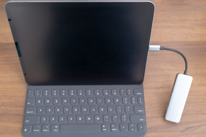 iPad ProにPC用ハブを接続