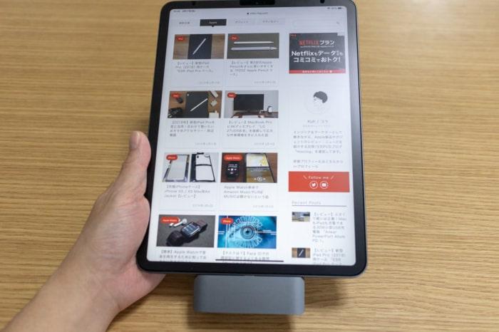 Satechi アルミニウム Type-C モバイル ProハブをiPad Proに接続したままブラウジング