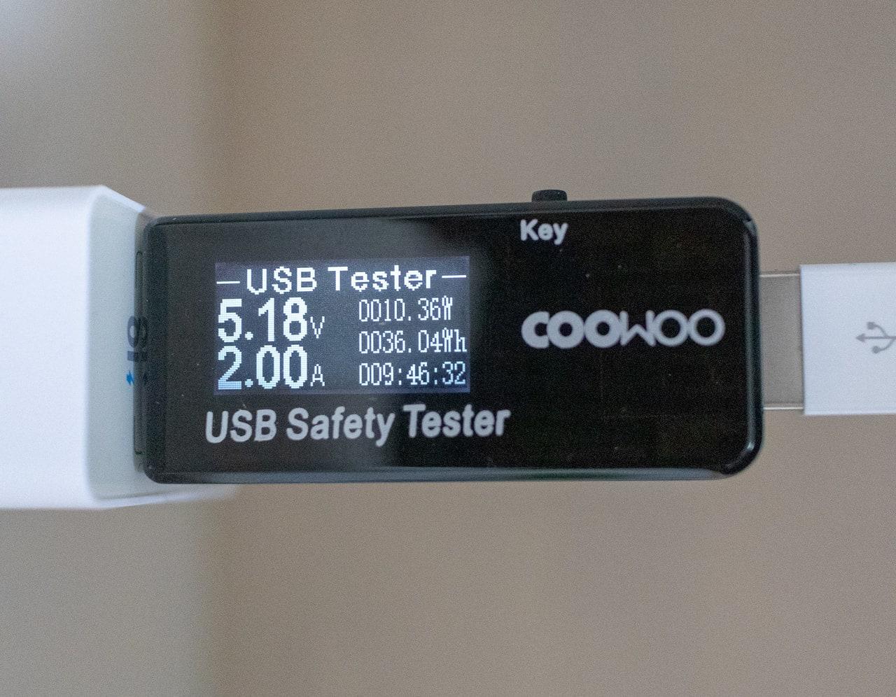 Anker 24W 2ポート USB急速充電器でiPhoneを充電