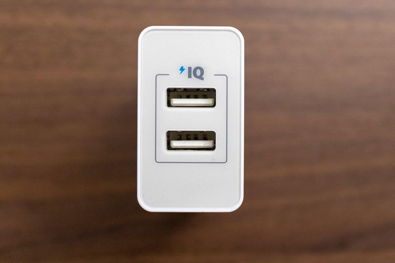 Anker 24W 2ポート USB急速充電器は2つ挿し