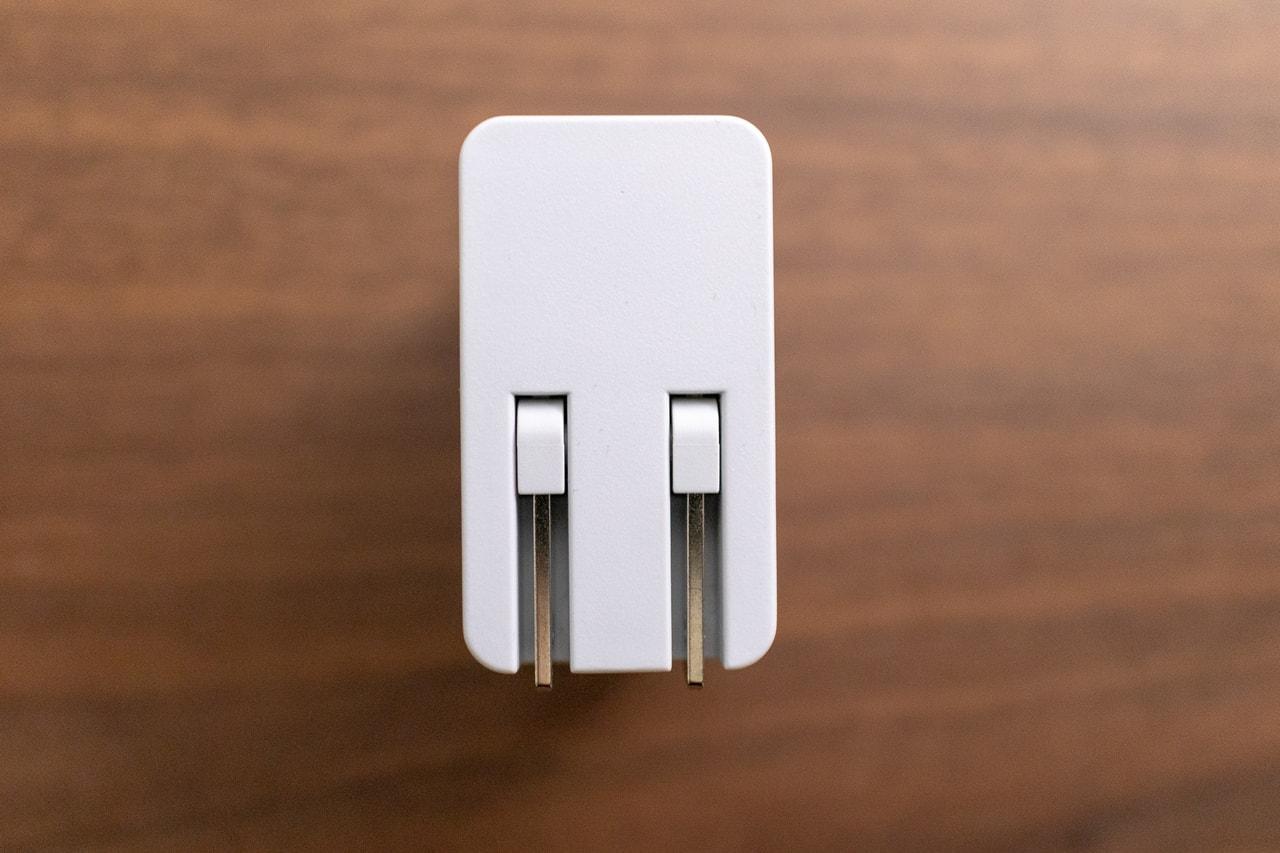Anker 24W 2ポート USB急速充電器はプラグがたためる