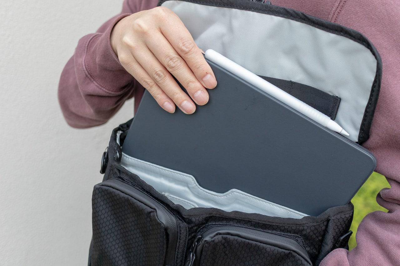 iPad収納部は起毛素材でしっかりガード