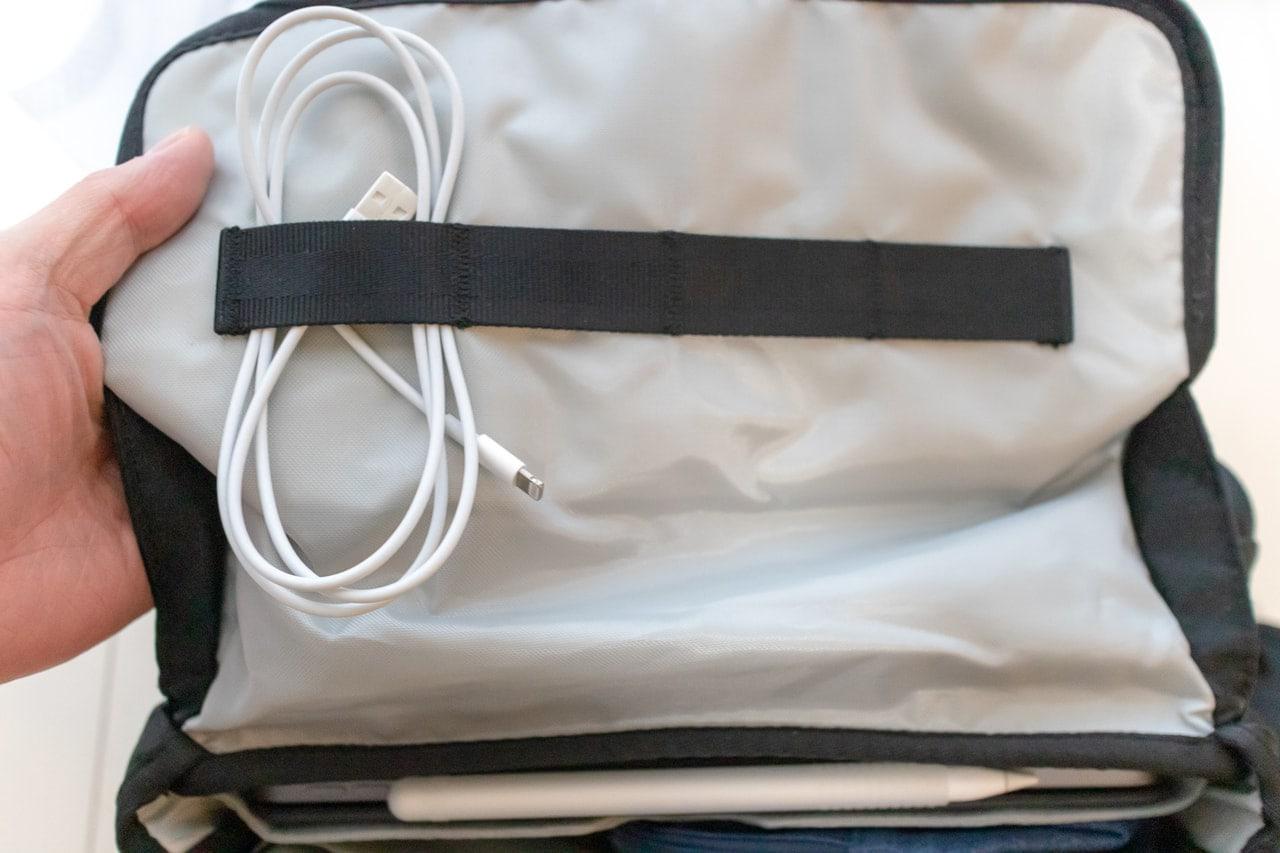 バッグカバーにケーブルを装着