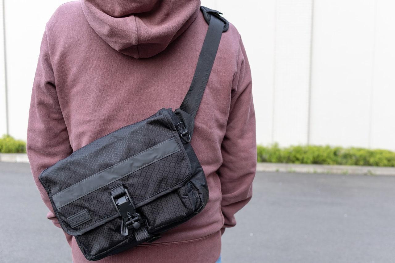 とてもシンプルな外観・デザインのiPadバッグ