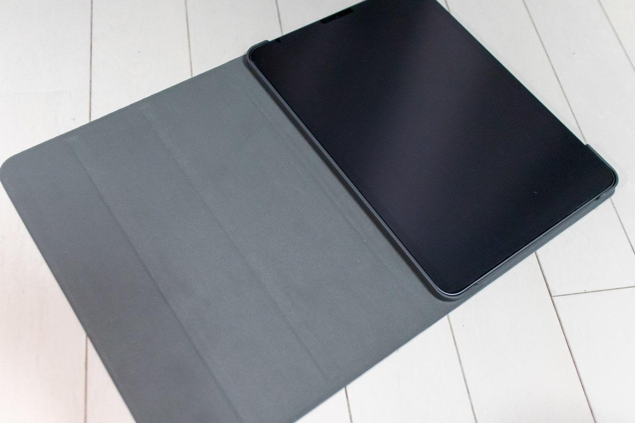 木目調がおしゃれなHBorna iPad Proケースは装着が簡単