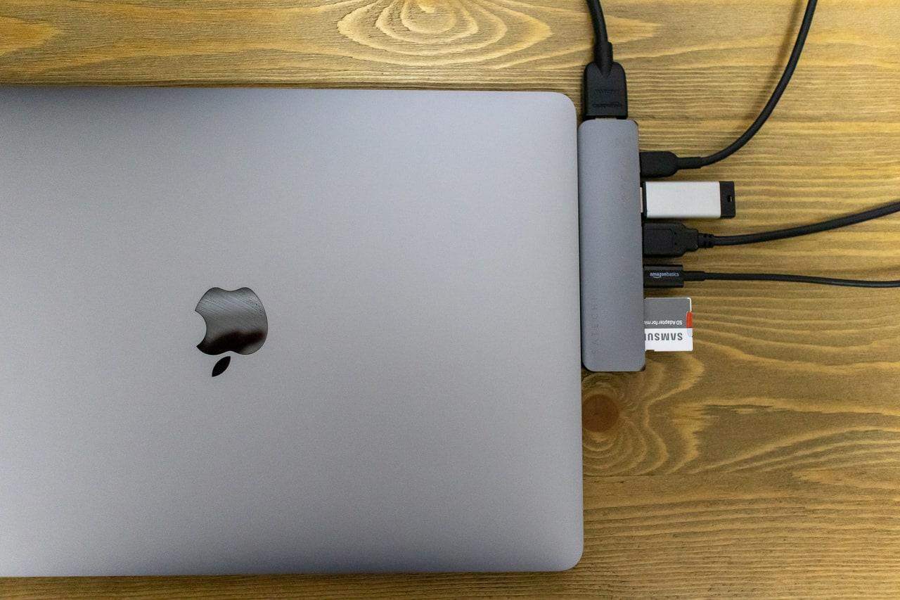 Satechi アルミニウム Pro USB-C ハブは様々なポートを備える