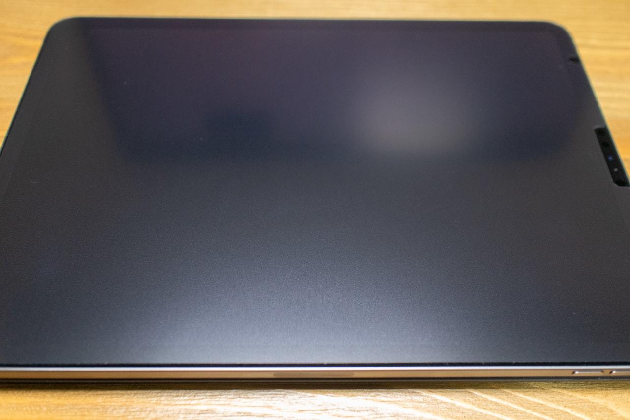iPad Pro用BELLEMONDペーパーライクフィルムを貼り付け