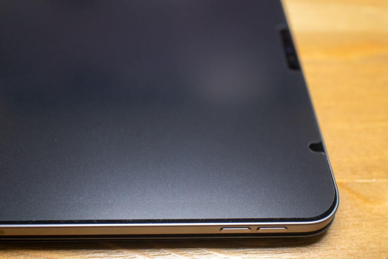 iPad Pro用BELLEMONDペーパーライクフィルムは表面がザラザラ