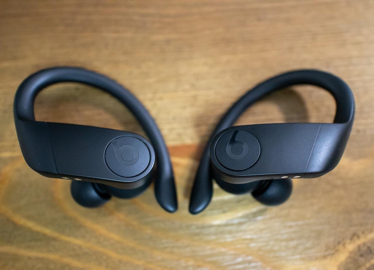 Powerbeats Proは曲線が美しいスタイリッシュなデザイン
