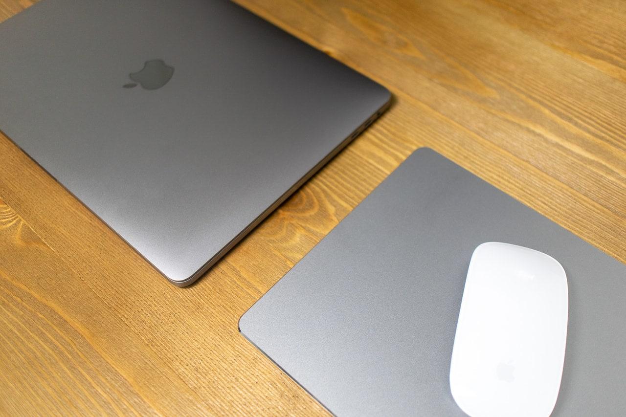 アルミ製マウスパッドはMacBook Proと相性抜群