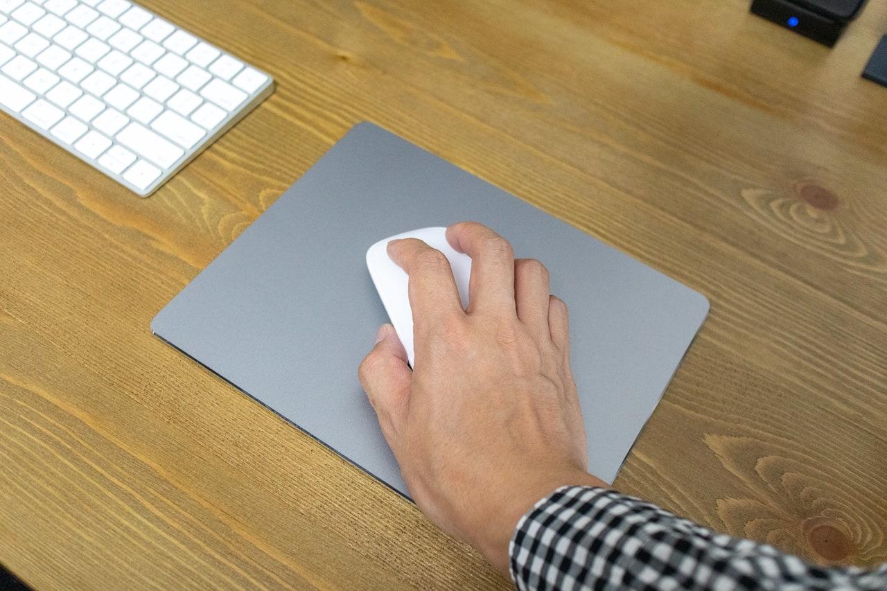 アルミ製マウスパッドはマウスが擦れる音がする