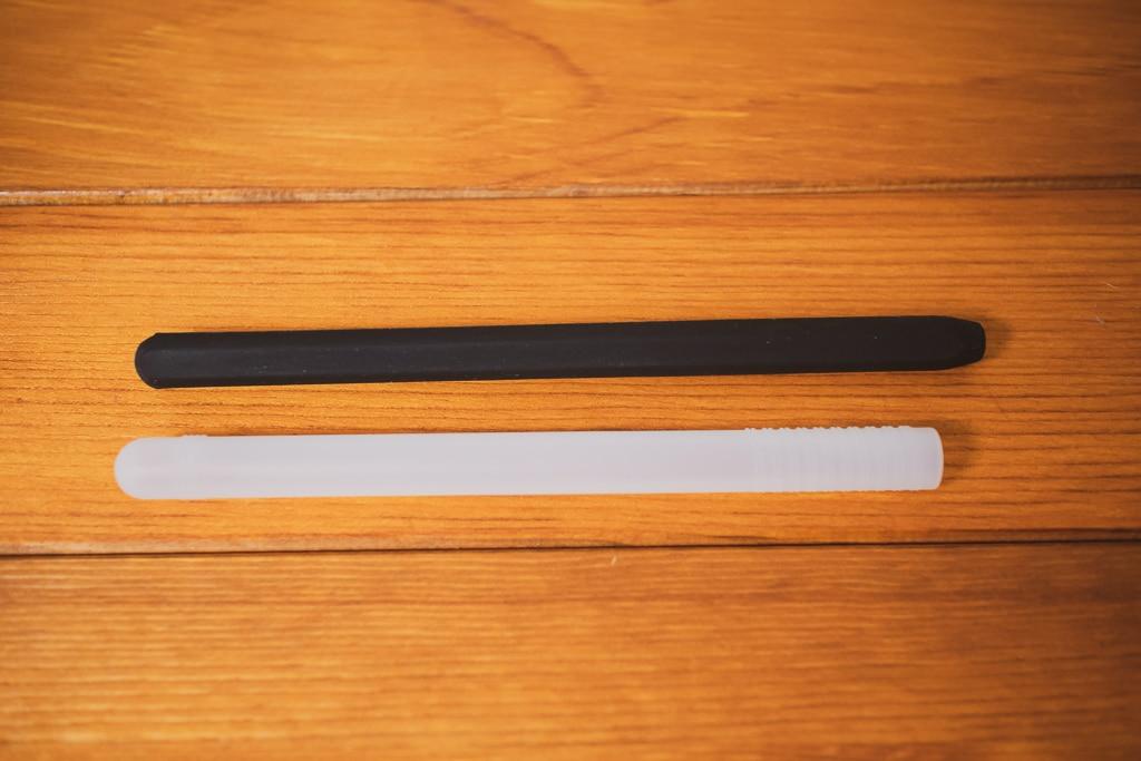 AhaStyle Apple Pencil シリコン保護ケースとPZOZのケース