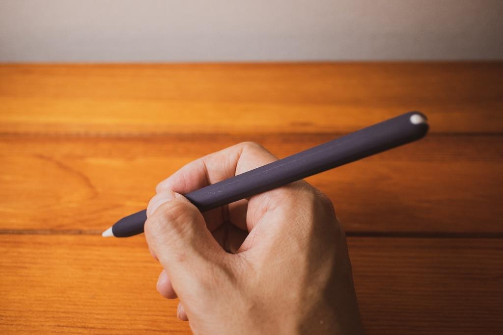 AhaStyle Apple Pencil シリコン保護ケースでグリップ力が上がる