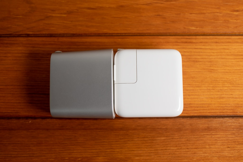 Belkin Boost↑Charge 27W QC4+とMacBook Airの充電器