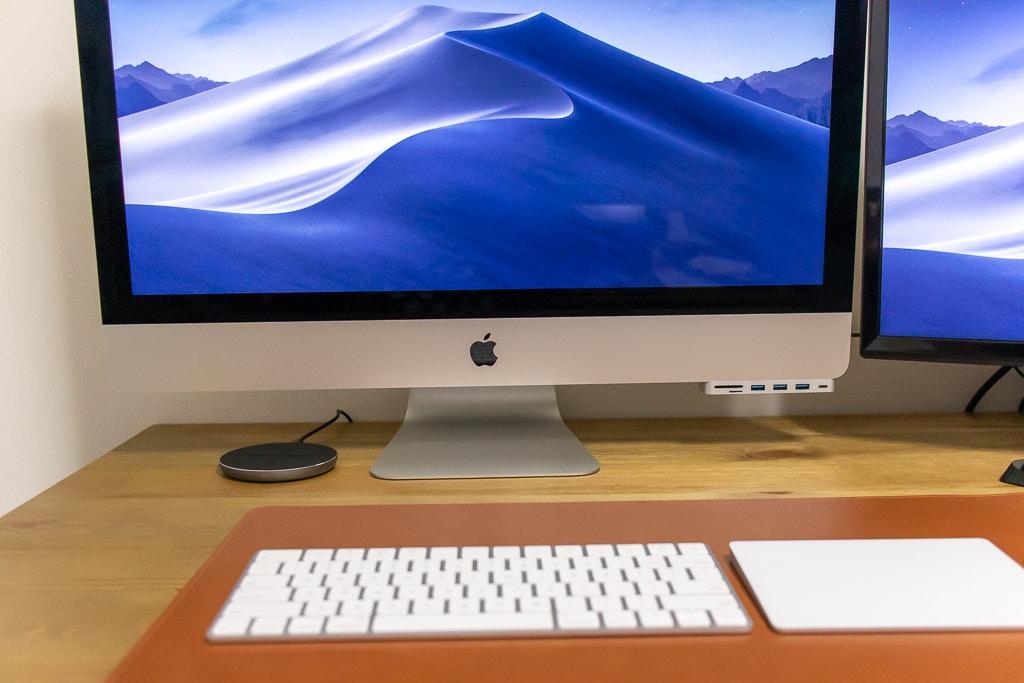 iMacは配線が少なくデスク上もすっきり