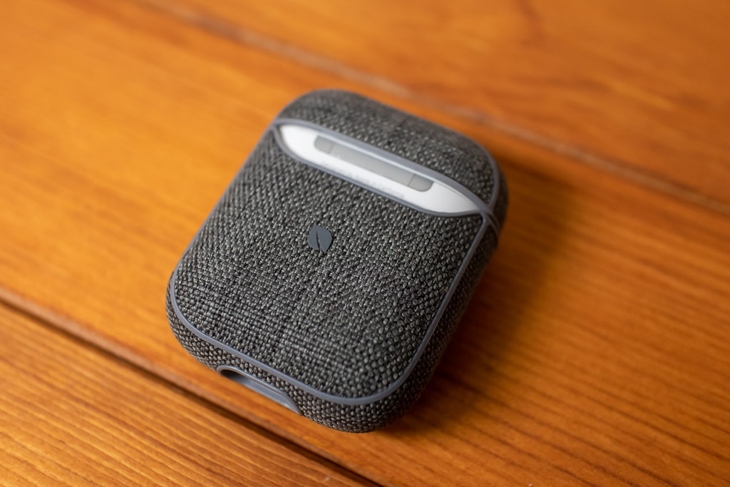 Incase AirPods Case with Woolenexの背面