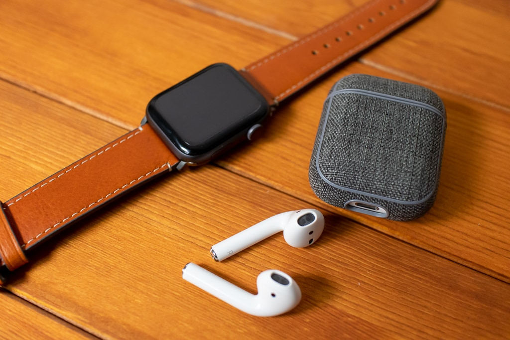 Incase AirPods Case with WoolenexとApple Watch