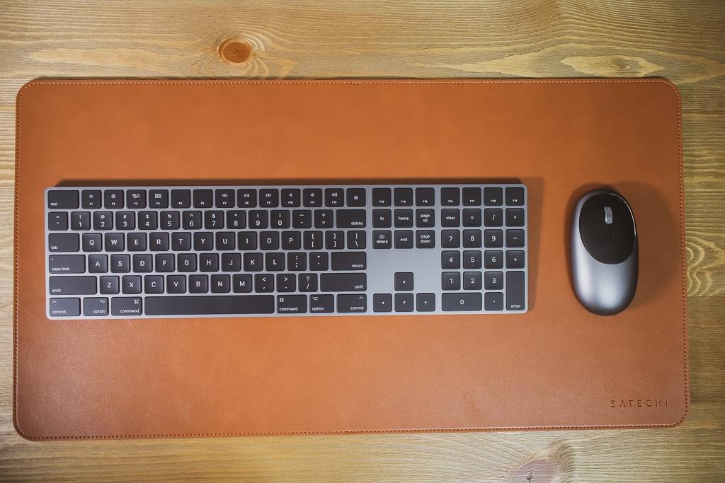 Satechi Ecoレザー デスクメイト デスクマットとテンキーありキーボードとマウス