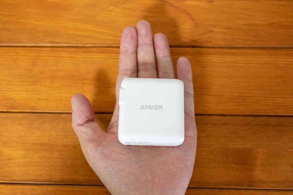 Anker PowerPort Atom III 60Wは手のひらサイズ