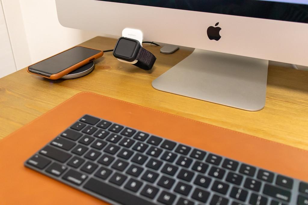 iMacやディスプレイに貼って使えるApple Watch用充電スタンドの特徴