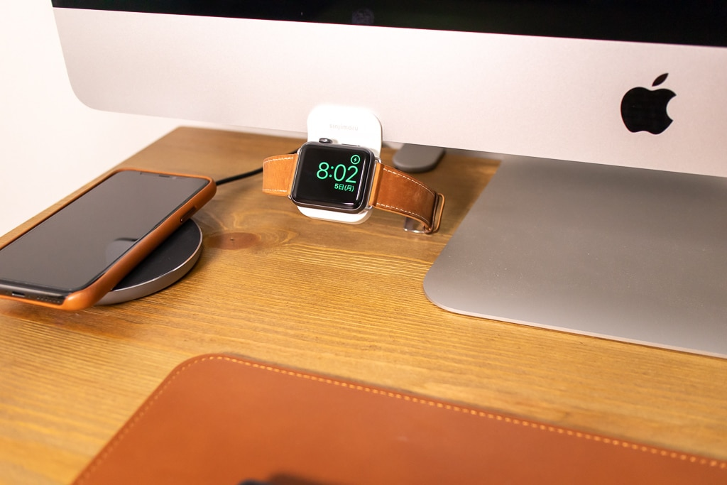 Sinjimoru Apple Watch モニタースタンドにApple Watchをセット
