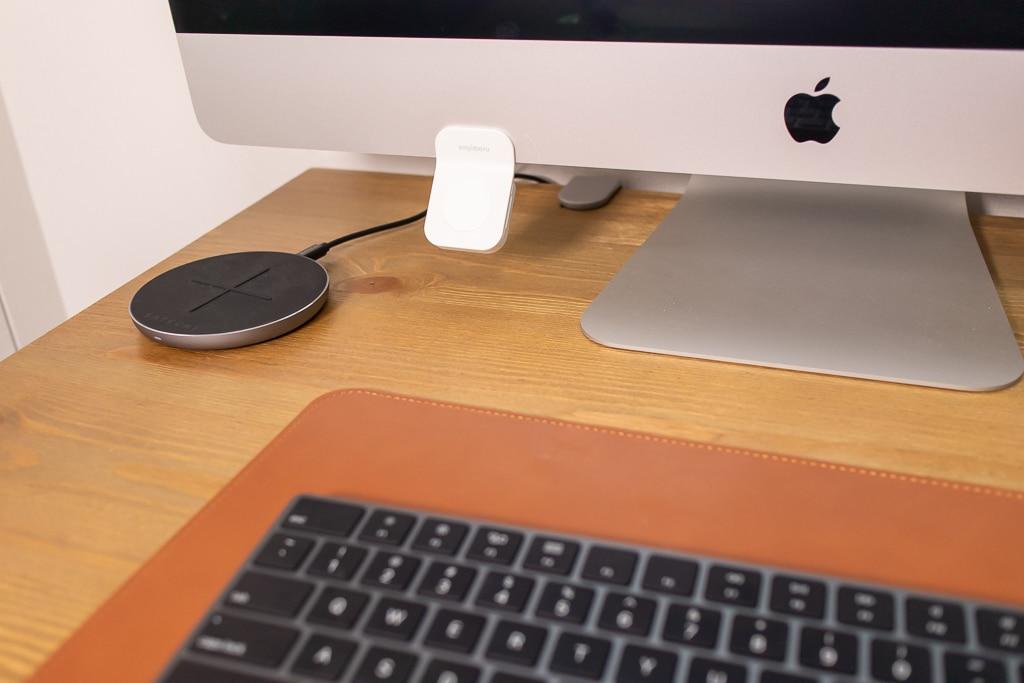 Sinjimoru Apple Watch モニタースタンドは白しかない