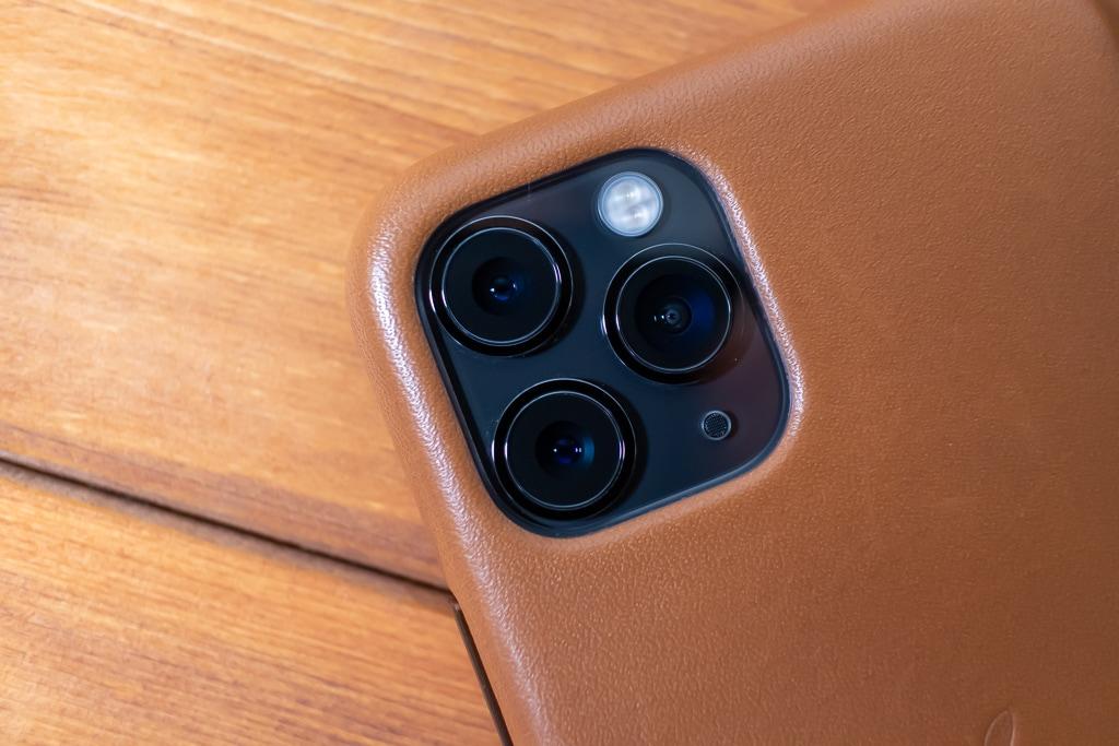 Apple純正 iPhone 11 Proレザーケースはカメラ位置もジャスト