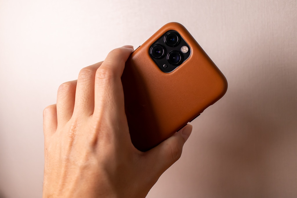 Apple純正 iPhone 11 Proレザーケースは触り心地も高級感