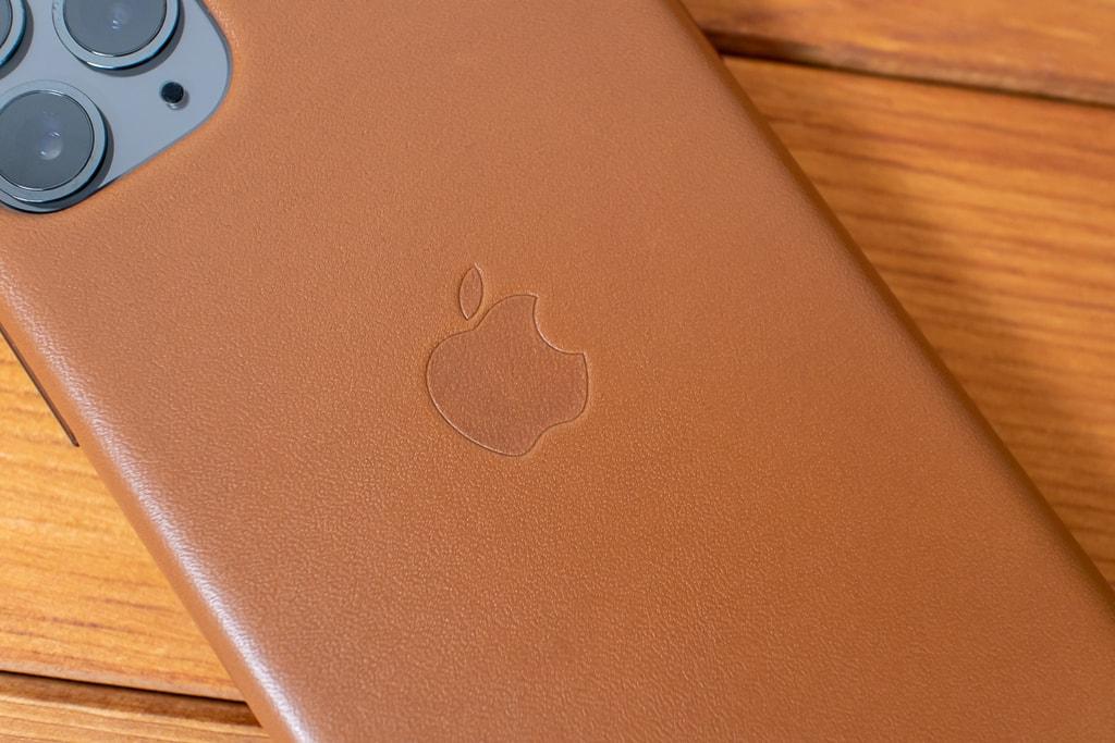 純正 iPhone 11 Proレザーケースには背面にリンゴマーク