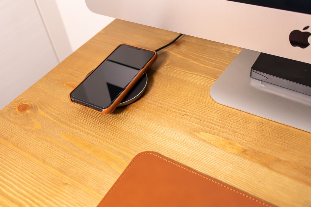 Apple純正 iPhone 11 Proレザーケースはつけたままワイヤレス充電可能