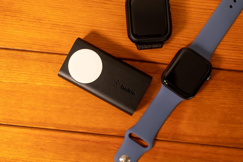 Belkin Apple Watch用モバイルバッテリーはシンプルな外観