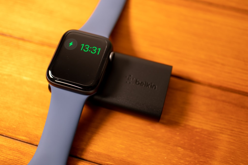 Belkin Apple Watch用モバイルバッテリーで寝かせて充電
