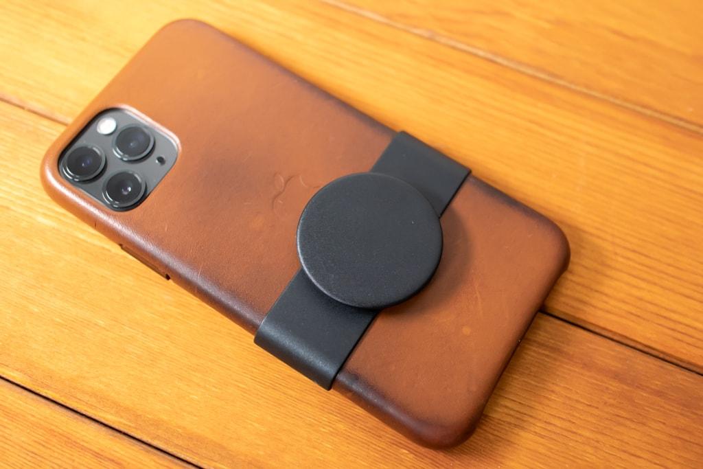 Apple限定PopSockets 「PopGrip Slide」をiPhoneの背面に取り付けたところ