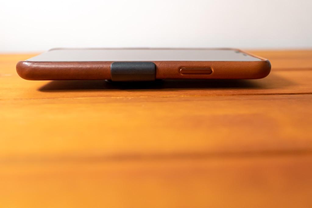 Apple限定PopSockets 「PopGrip Slide」は平らに置ける