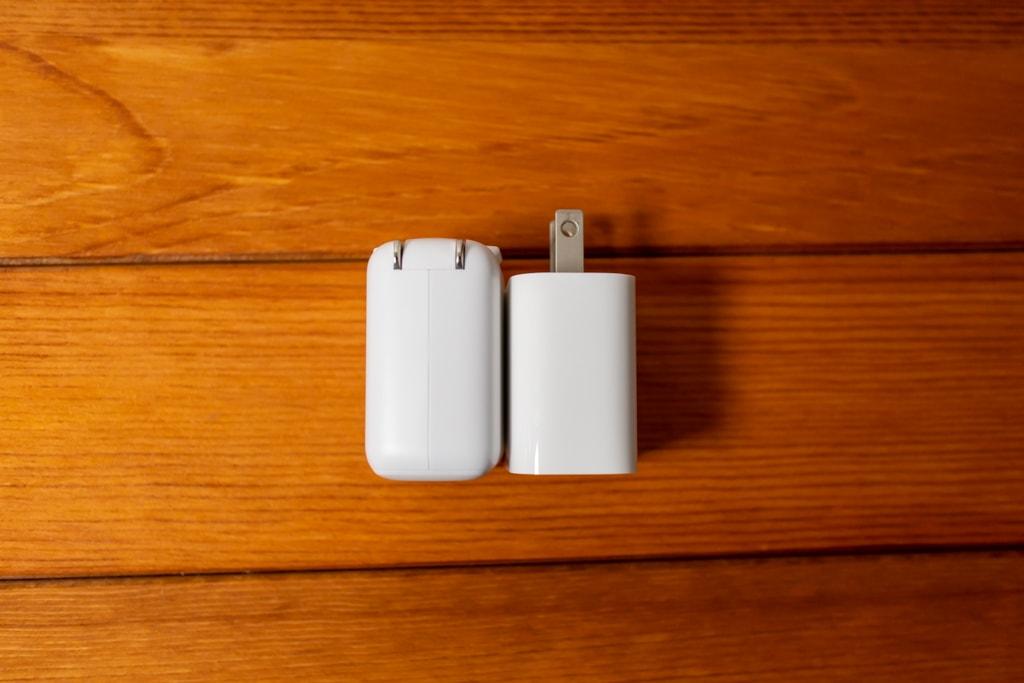 iPad Pro付属充電器と大きさ比較