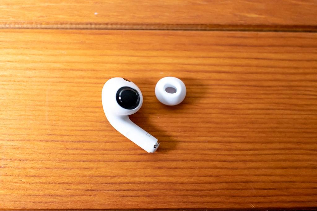 AirPods Proのイヤーチップは特殊な形状をしている