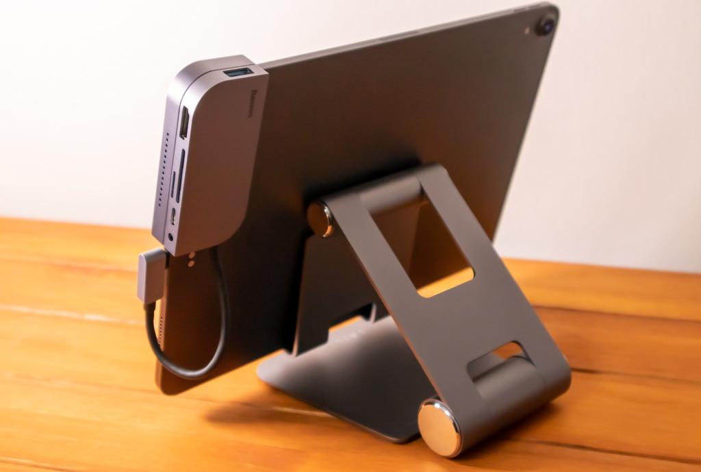 Baseus Bolt iPad Pro USB-Cハブを背面から