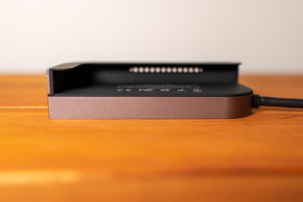 Baseus Bolt iPad Pro USB-Cハブを側面から