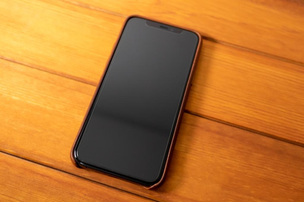 Apple純正レザーケースを装着したiPhone 11 Pro