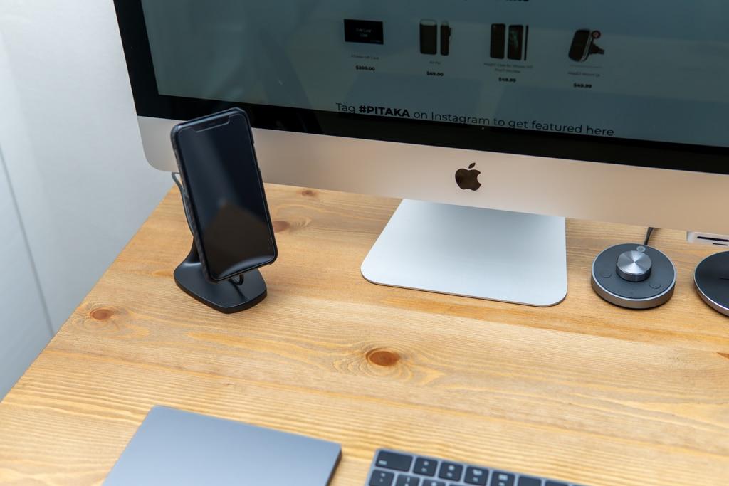 PITAKA MagEZ Mount Qi Desktopは割とサイズが大きい