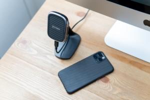 【レビュー】PITAKA MagEZ Mount Qi Desktopは角度調整が自由自在なワイヤレス充電器