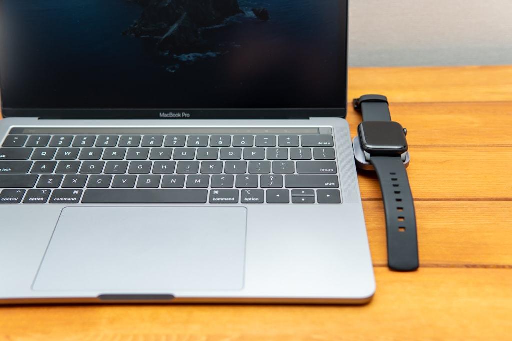 Satechi USB-C Apple Watch充電ドックはケーブルレスでスマート