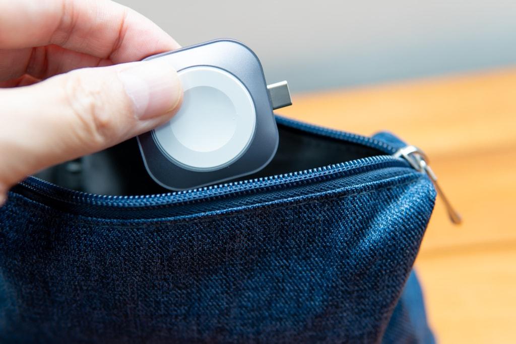 Satechi USB-C Apple Watch充電ドックはコンパクトで携帯性に優れる